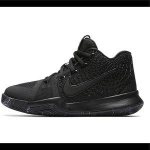 Nike Kyrie 3 Boys Basketball shoes